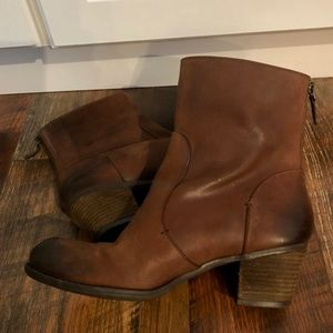 CROWN VINTAGE Brown leather Back Zip Ankle Boots